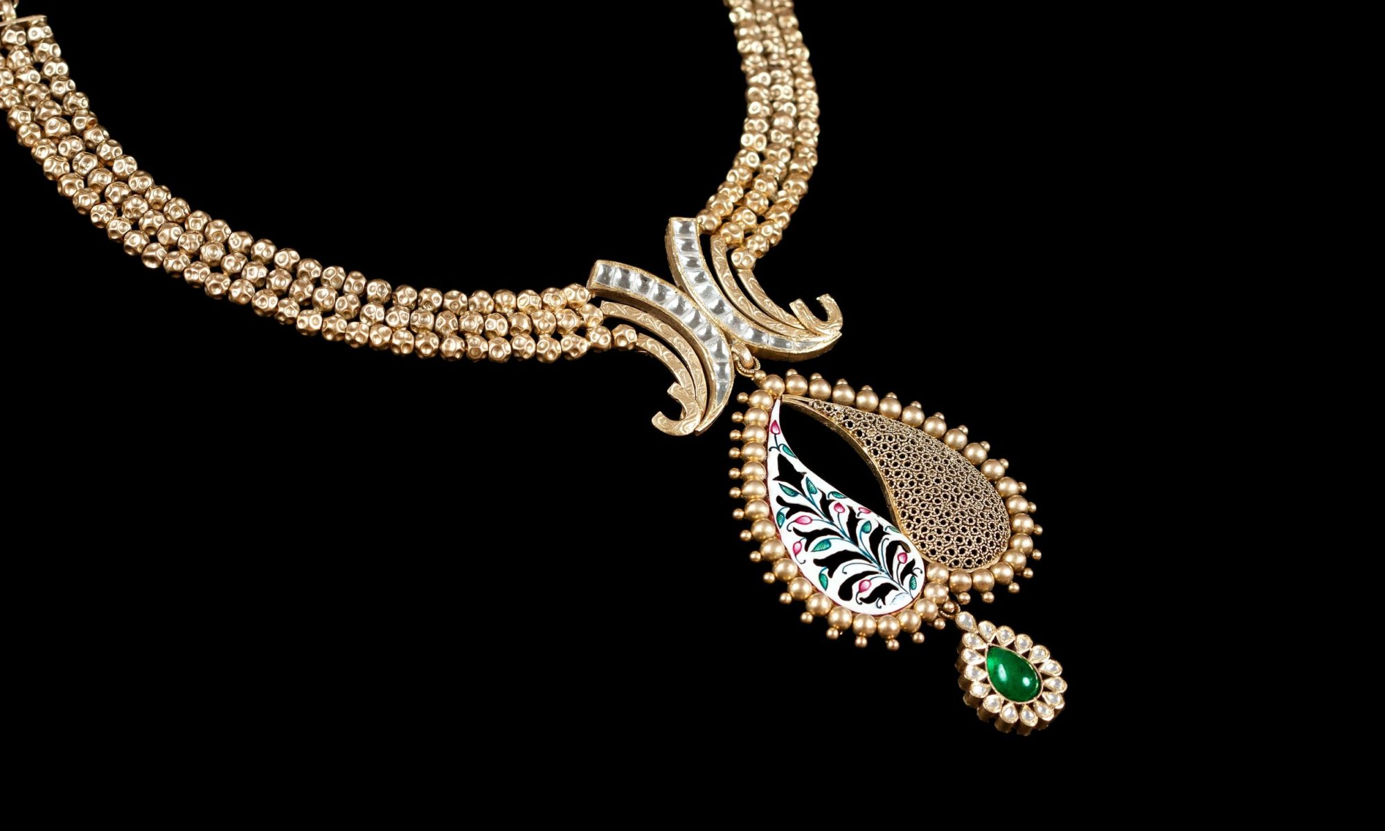 Look More Impressive With The Latest Jewelry Trends This Christmas
